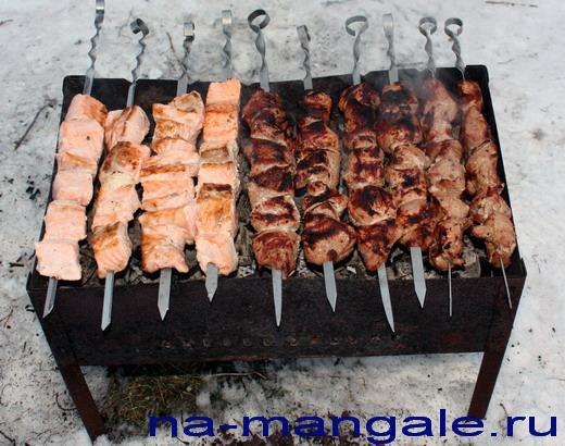Мангал с шашлыками
