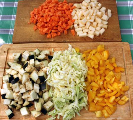 Режем овощи для лагмана