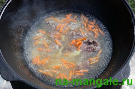 Мясной бульон с картофелем и морковью