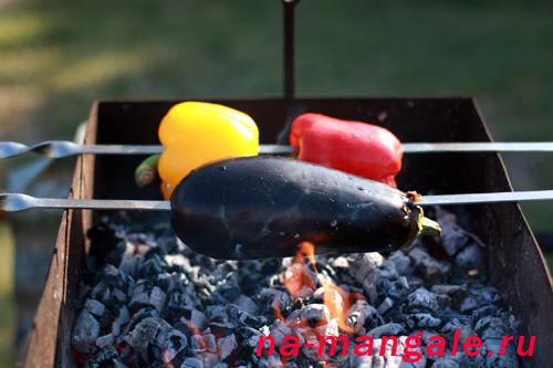 Баклажан и перцы на шампуре