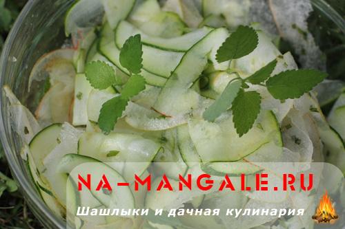 Цукини и груша в салате