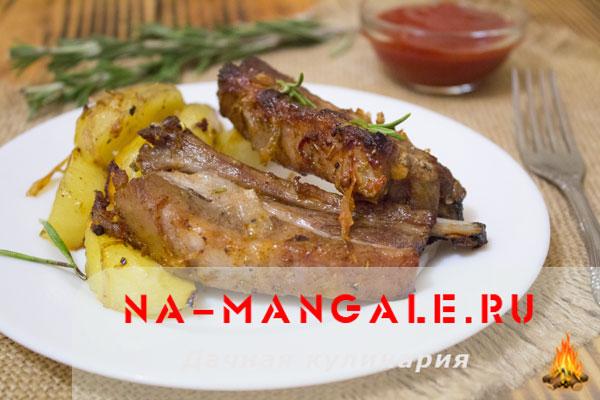 Как запечь вкусно в духовке ребра и картофель
