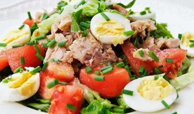 salat-iz-rybnyh-konserv-05