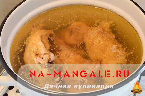 holodec iz nozhek 04 - Холодец из свиных ножек и курицы на плите – домашний рецепт