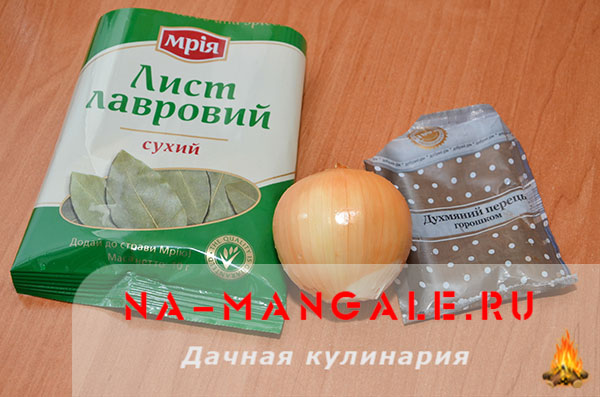 holodec iz nozhek 05 - Холодец из свиных ножек и курицы на плите – домашний рецепт