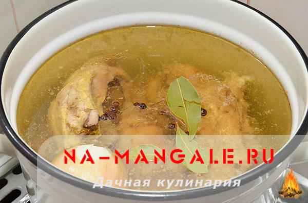holodec iz nozhek 06 - Холодец из свиных ножек и курицы на плите – домашний рецепт