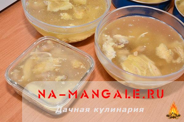 holodec iz nozhek 10 - Холодец из свиных ножек и курицы на плите – домашний рецепт
