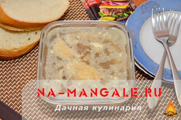 holodec iz nozhek 11 - Холодец из свиных ножек и курицы на плите – домашний рецепт