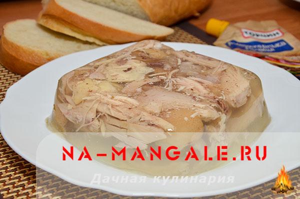 holodec iz nozhek 12 - Холодец из свиных ножек и курицы на плите – домашний рецепт