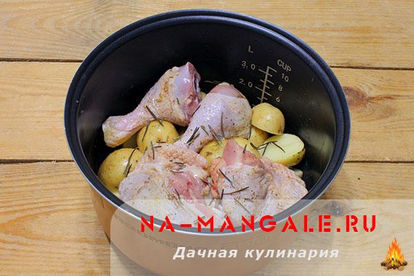 запечь картошку с курицей в мультиварке