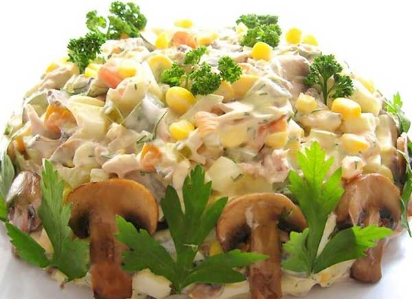 Салат с грибами маринованными рецепт с курицей