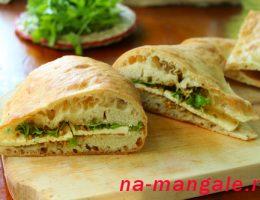 Сэндвич по-грузински с брынзой и кинзой