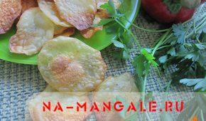 Миниатюра к статье Домашние картофельные чипсы в духовке: фаст-фуд бывает полезным!