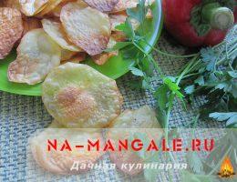 Домашние чипсы из картошки, приготовленные в духовке