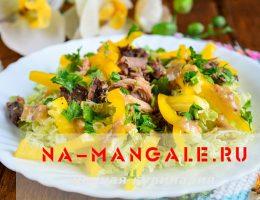Рецепт салата с консервированным тунцом и пекинкой
