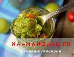 Зеленая аджика из незрелых томатов, перца и специй