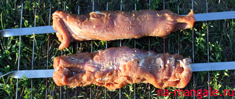 Свиная вырезка на шампурах целым куском