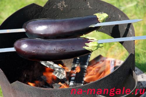 Запекаем баклажаны на огне