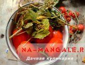 Миниатюра к статье Как засолить томаты в кастрюле или банке