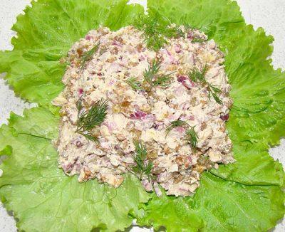 salat-iz-rybnyh-konserv-03