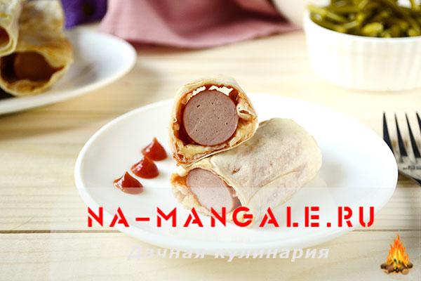 Как приготовить вкусно завернутые в лаваш сосиски