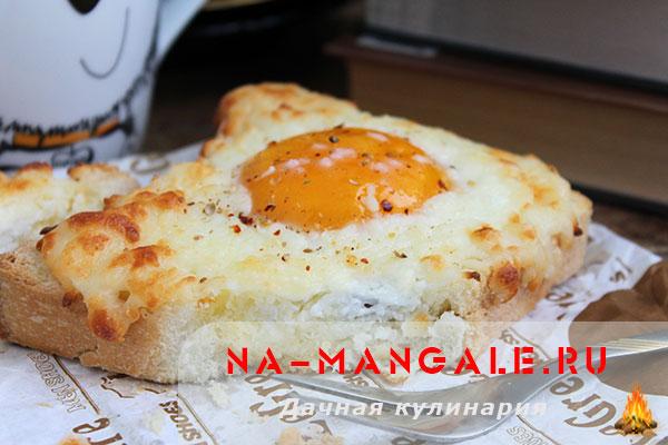 Лучшие способы приготовления яичницы прямо в кусочке хлеба или в булочке