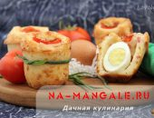Миниатюра к статье Несладкие маффины с яйцом внутри: рецепт мини-кексов на кефире с колбасой и сыром