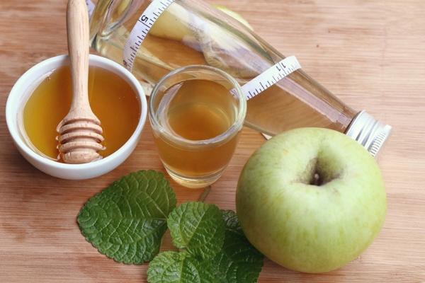 Чеснок яблочный уксус мед помогает от сосуда
