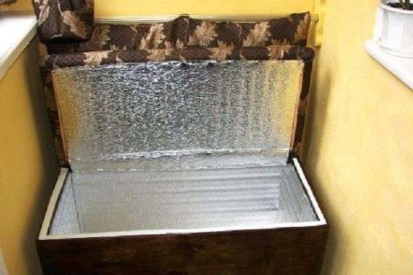 Как хранить картошку зимой на балконе без подогрева и с ним: при какой температуре это реально, а также можно ли поместить клубни в картонную коробку