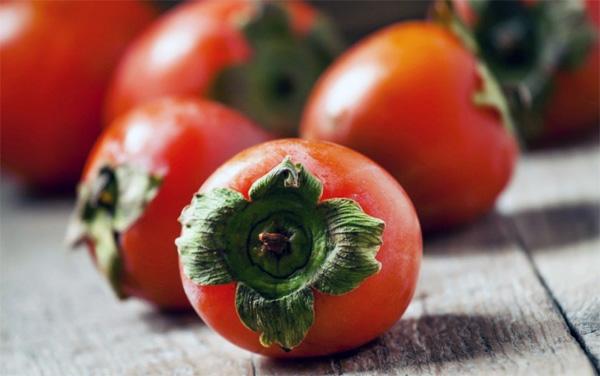 Хурма повышает или понижает давление артериальное: можно ли при гипертонии употреблять плод, как влияет на организм, почему не поднимает АД?