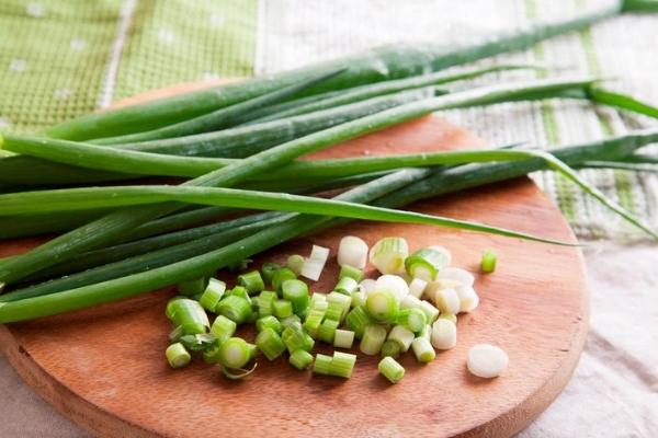 Польза и вред зеленого лука