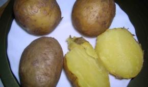 Миниатюра к статье Как правильно и сколько варить картошку в мундире для салатов?