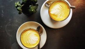 Миниатюра к статье Зачем пить кофе с куркумой? Полезные свойства, противопоказания и рецепты