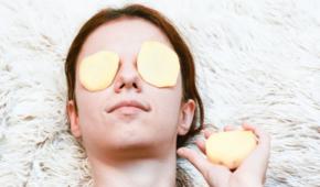 Миниатюра к статье Как приготовить и применять маски из картофеля от синяков под глазами и других проблем?