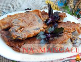 Жареное свиное сердце на сковороде в кляре