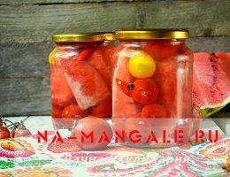 Заготовка из помидоров с кусочками арбуза в маринаде