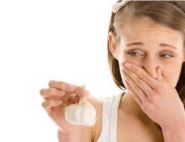 Как избежать запаха чеснока изо рта